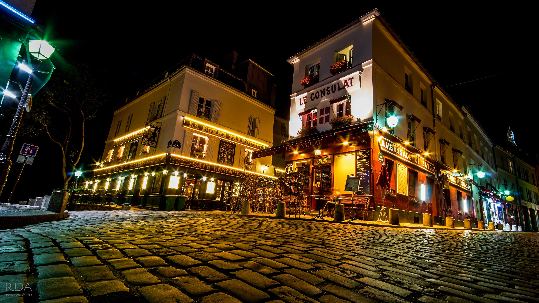 Paris cafe Le Consulat at night