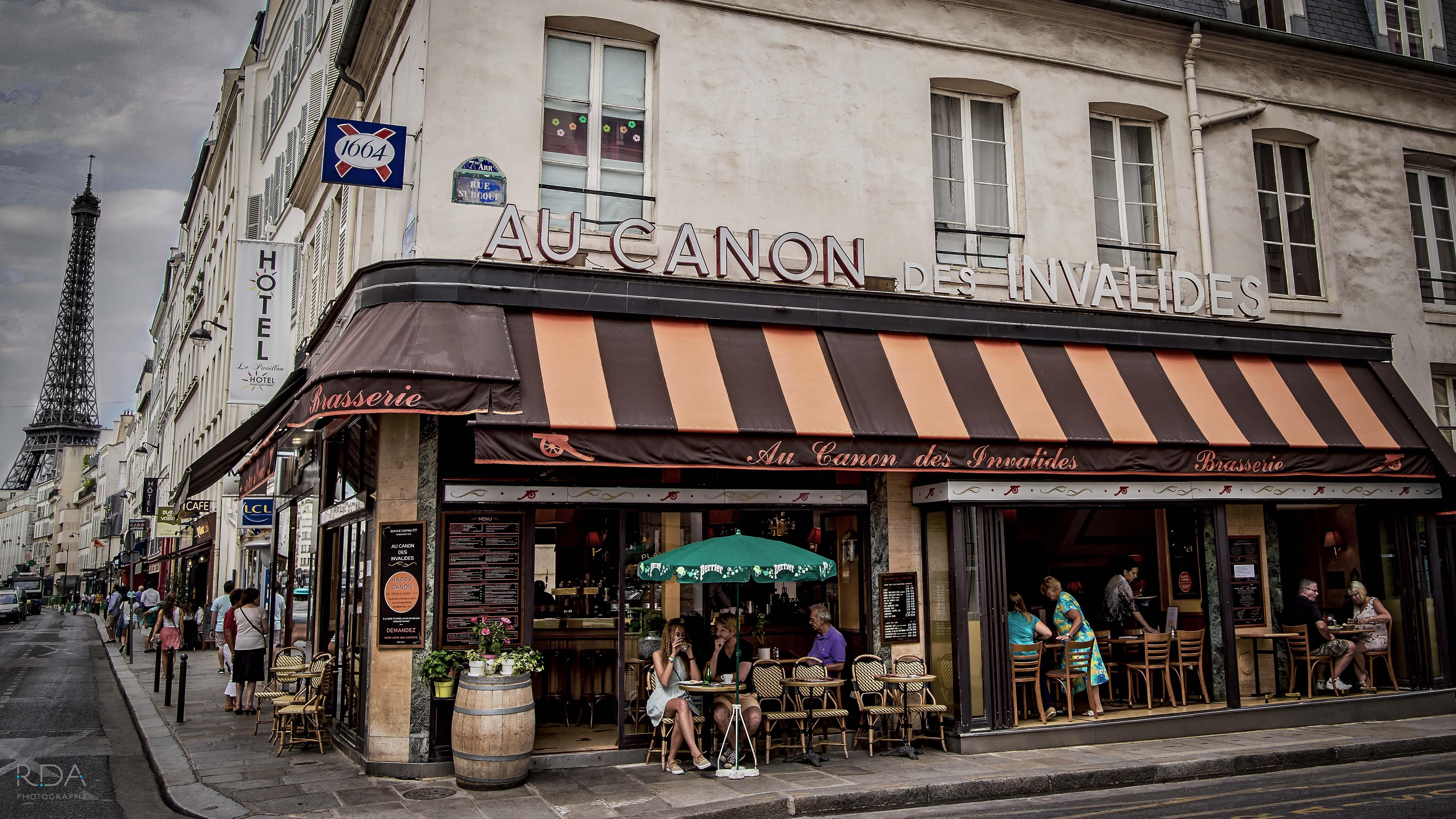 Paris cafe Au Canon Des Invalides